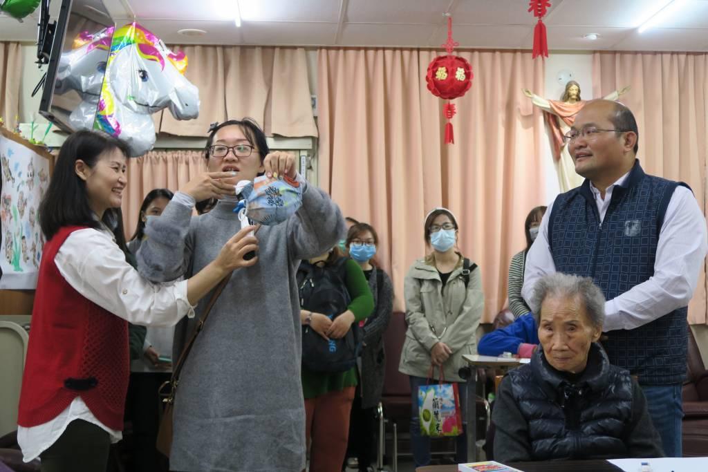 蘭院善盡社會責任 師生愛心縫製口罩套捐贈『聖方濟安老院』幫助長輩做好防護-口罩套